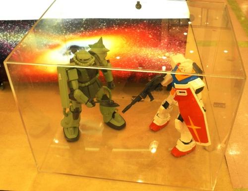 メガサイズガンダム+ザクⅡ.JPG